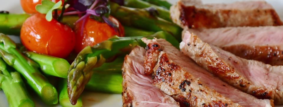 Asparagus and Meat Image by RitaE from Pixabay