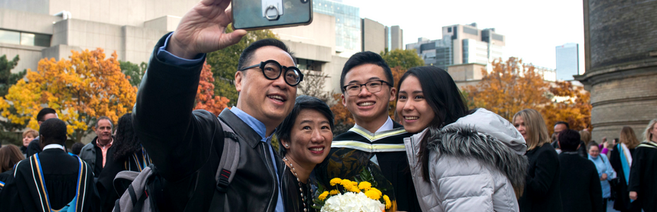 A student and their family taking a picture at convocation.